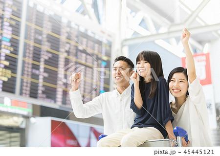 空港 家族旅行 45445121