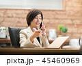 スマホ スマートフォン 女性の写真 45460969
