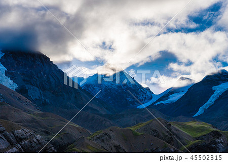 Nature view with snowy peaks 45502315