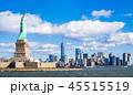 自由の女神とマンハッタンの摩天楼 45515519