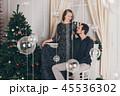 クリスマス 二人 夫婦の写真 45536302