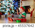 クリスマス xマス 子供の写真 45537642