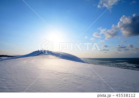 鳥取砂丘の雪景色 45538112
