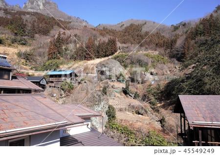 田舎の風景、山の集落と青空、大岩、群馬県南牧村 45549249
