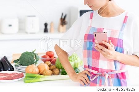 主婦(スマホーキッチン) 45554528
