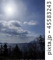 冬の支笏湖とその向こうの山々 縦構図 45583243