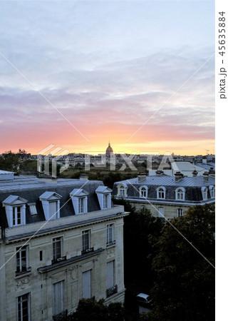 パリ 朝焼け 45635884