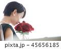 女性のポートレート 花束 45656185