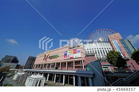 日本の横浜都市景観 地下鉄 センター北駅前の街並みを望む(モザイクモール港北 都築阪急など) 45669357