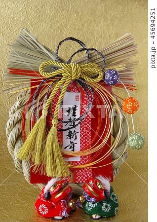 しめ縄と獅子舞 正月飾り しめ飾り しめ縄 獅子舞 45694251