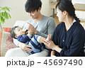 赤ちゃん 男の子 夫婦の写真 45697490
