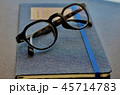 愛用の手帳とメガネ 45714783