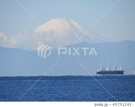 稲毛海岸から見た富士山 45751243