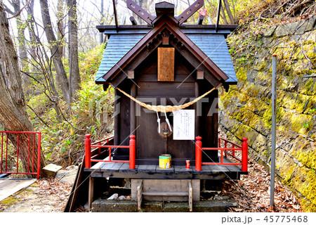 札幌市上山鼻神社の社殿 45775468