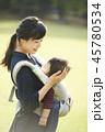 散歩 育児 親子の写真 45780534