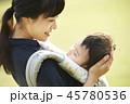 散歩 育児 親子の写真 45780536