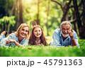 ファミリー 家庭 家族の写真 45791363