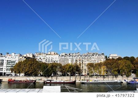 パリ セーヌ川 街並み 45797322