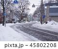 北海道の雪道、冬の街並み 45802208