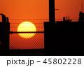 金網、フェンス越しの夕日 45802228
