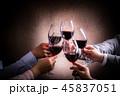 赤ワインで乾杯 45837051