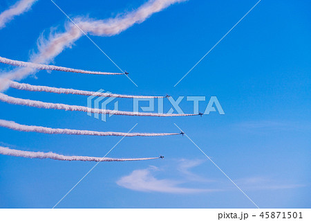 青空イメージ (ブルーインパルス曲技飛行) 45871501