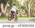 自転車 少年 子の写真 45906368