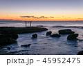 夜明け前の神磯の鳥居 45952475