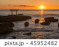 神磯の鳥居と朝日 45952482