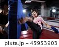 ジム 女性 キックボクサーの写真 45953903