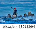 男の人 カイト ジャンプの写真 46018994
