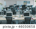 オフィス 社内 デスクの写真 46030658
