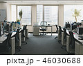 オフィス 社内 デスクの写真 46030688