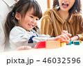 子ども 積み木 遊ぶ 46032596