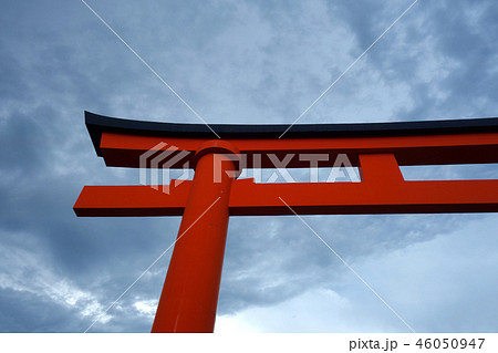 日本 京都 赤い鳥居 Japan Kyoto red torii gate 46050947