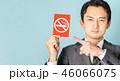 レッドカード ブルーバック ビジネスマンの写真 46066075