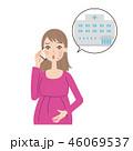 電話をする妊婦。 46069537
