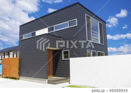 黒い家_新築住宅、不動産、空背景 46089934