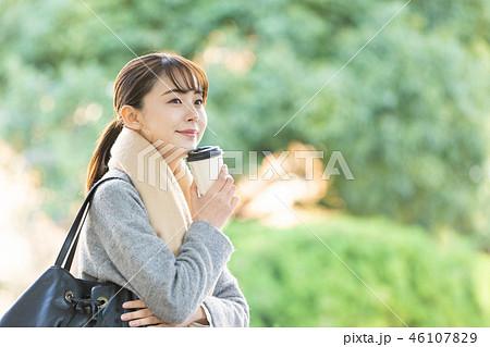 ビジネスウーマン 秋 コート OL ライフスタイルイメージ 46107829