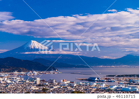 【静岡県】早朝の清水港と富士山 46110715