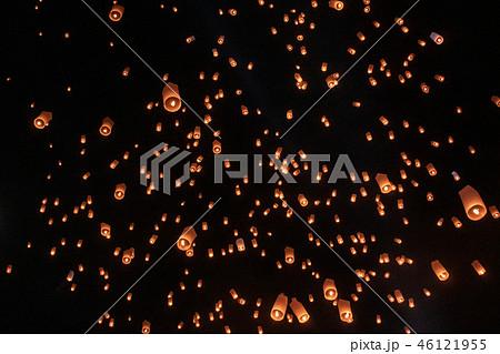 タイ・チェンマイのコムローイ祭りのランタン 46121955