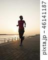 夕暮れ時のジョギング 46141187