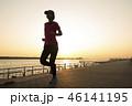 夕暮れ時のジョギング 46141195