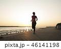 夕暮れ時のジョギング 46141198
