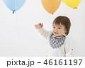 風船の中で遊ぶ幼児 男の子 46161197