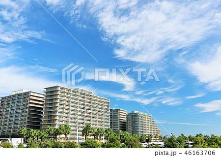 青空のマンション風景 46163706