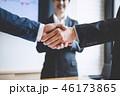 ビジネス 握手 揺れの写真 46173865