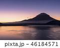 本栖湖とサンライズの富士山 46184571
