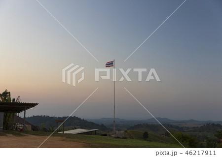 夕日の丘のタイ国旗 46217911