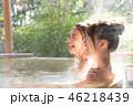 若い女性、女子旅、温泉、露天風呂、旅行 46218439
